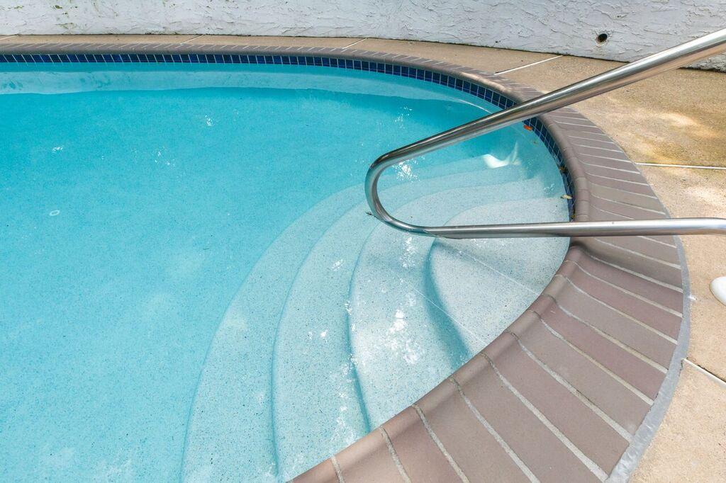 ambler pool cleaning